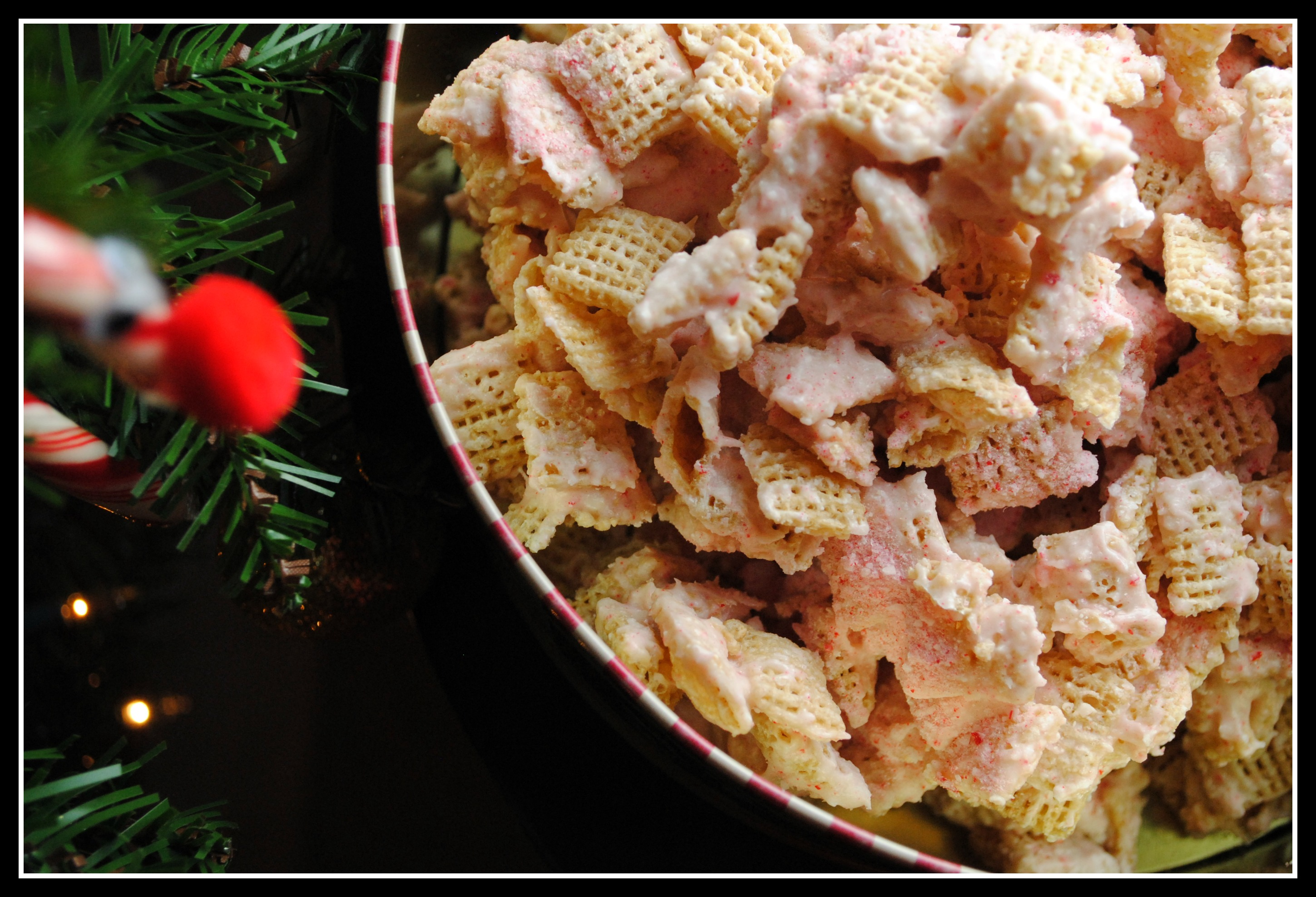 Reindeer Feed {White Chocolate Peppermint Chex Mix}