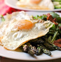 Bacon, Eggs, and Asparagus Salad