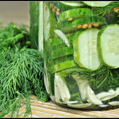 Easy Garlic Dill Refrigerator Pickles + Weekly Menu