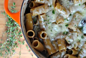One Pot Creamy French Onion Pasta Bake