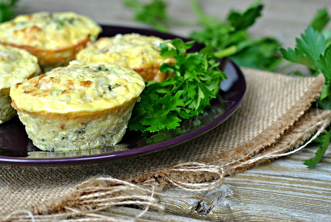 broccoli-cheese-quinoa-egg-muffins-2