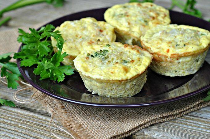 broccoli-cheese-quinoa-egg-muffins-4