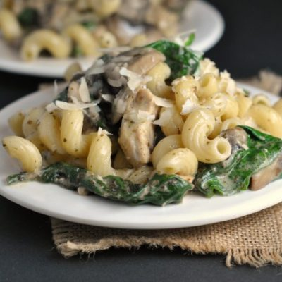 One Pot Spinach and Pesto Chicken Pasta