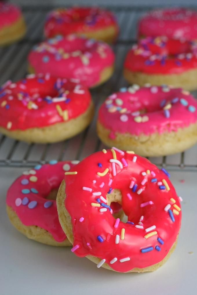 Vanilla Glazed Baked Donuts via @preventionrd