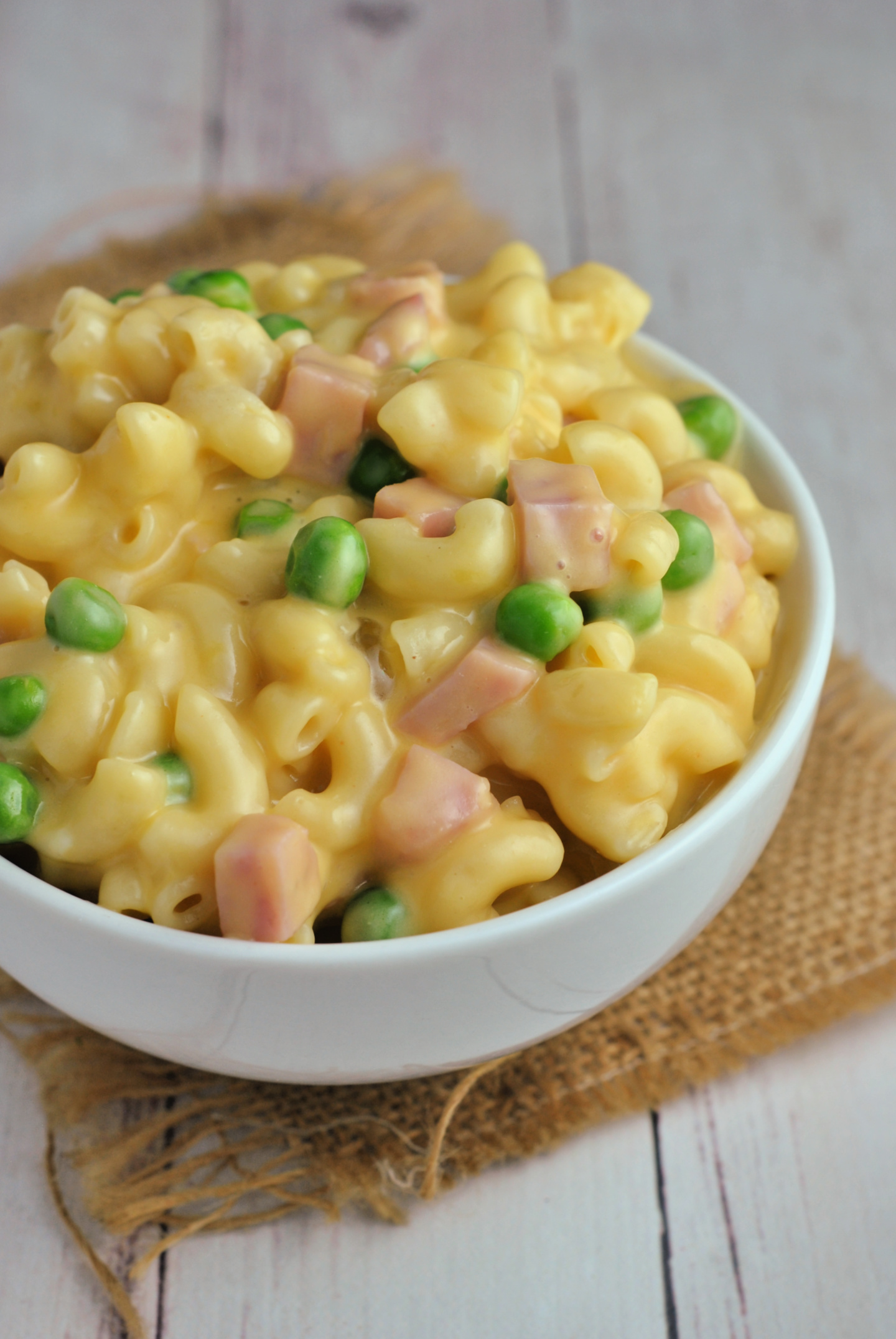 Instant Pot Mac and Cheese with Ham and Peas via @preventionrd