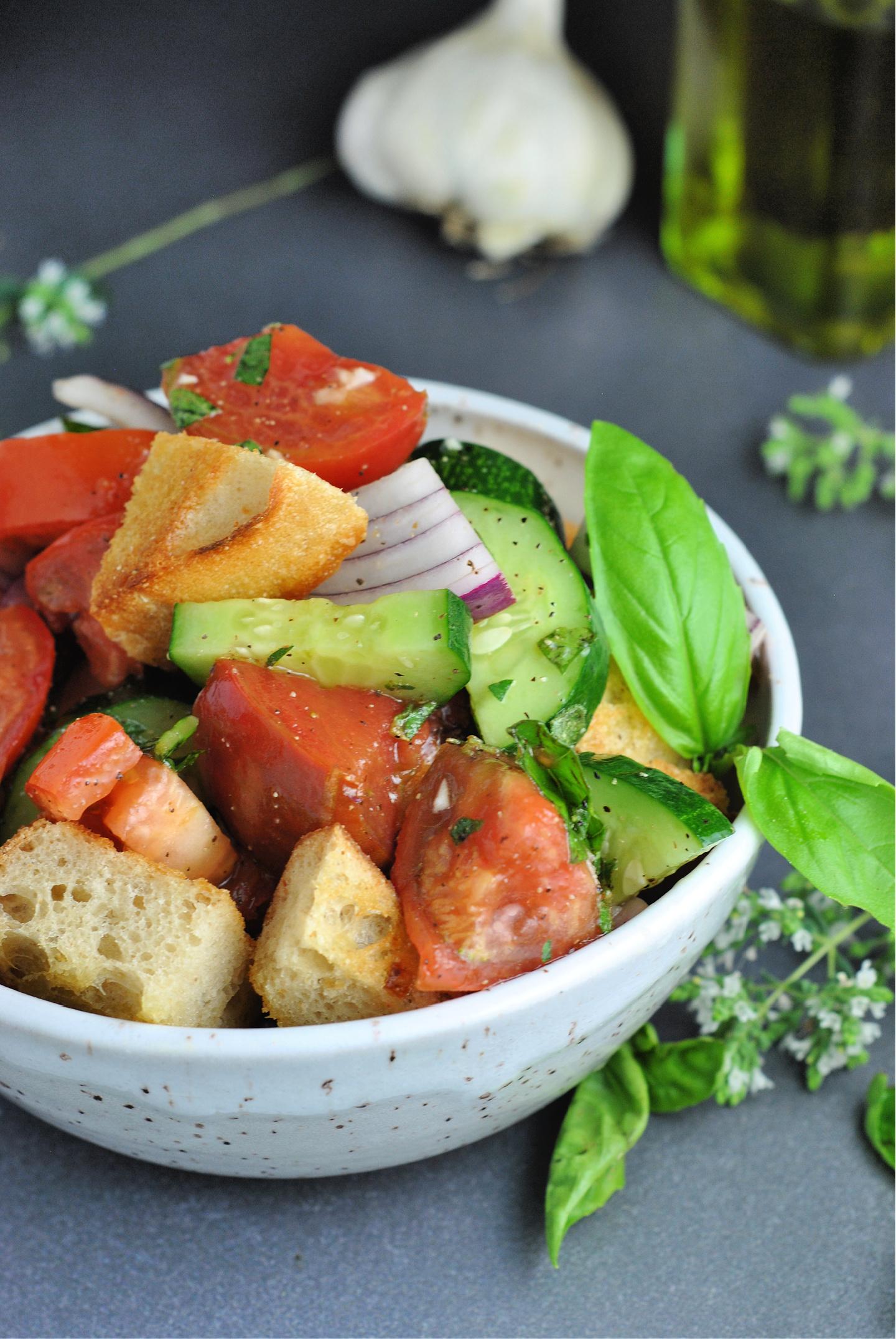 Panzanella (Italian Bread Salad) via @preventionrd