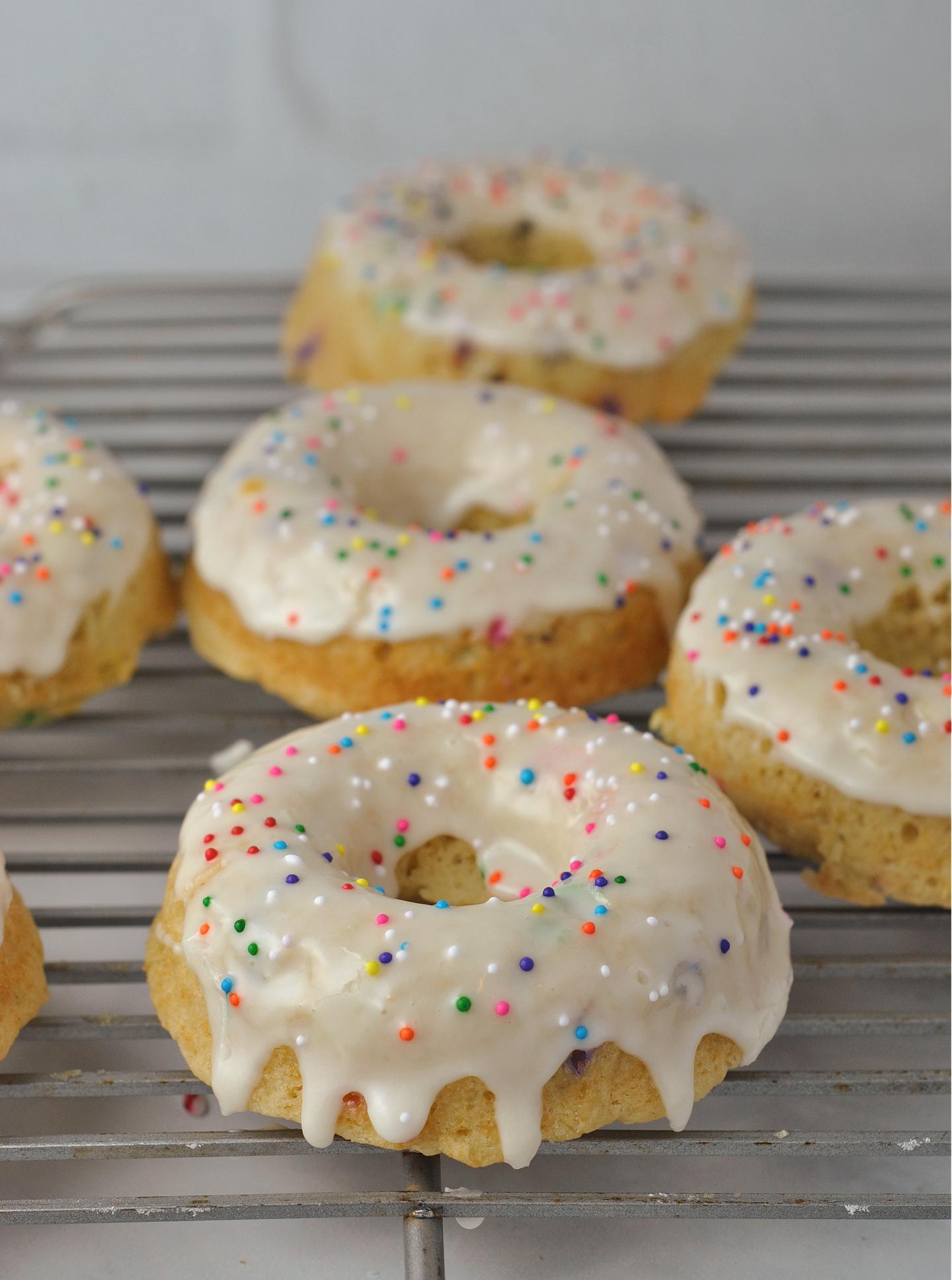 Baked Vanilla Frosted Funfetti Donuts via @preventionrd