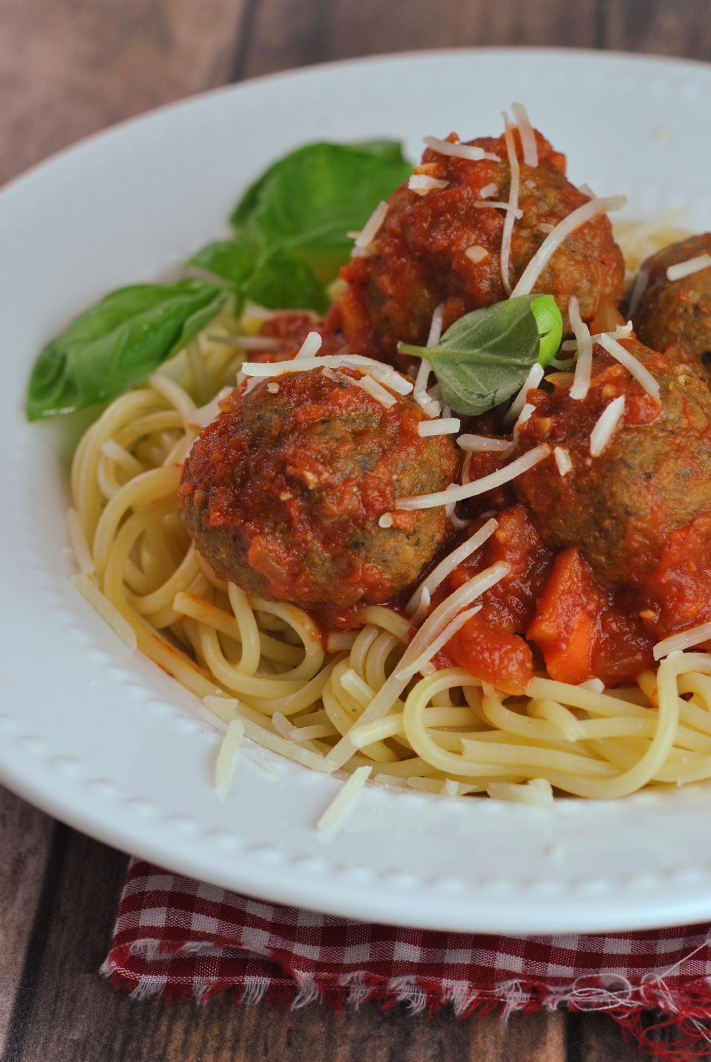 Pesto Turkey Meatballs via @preventionrd