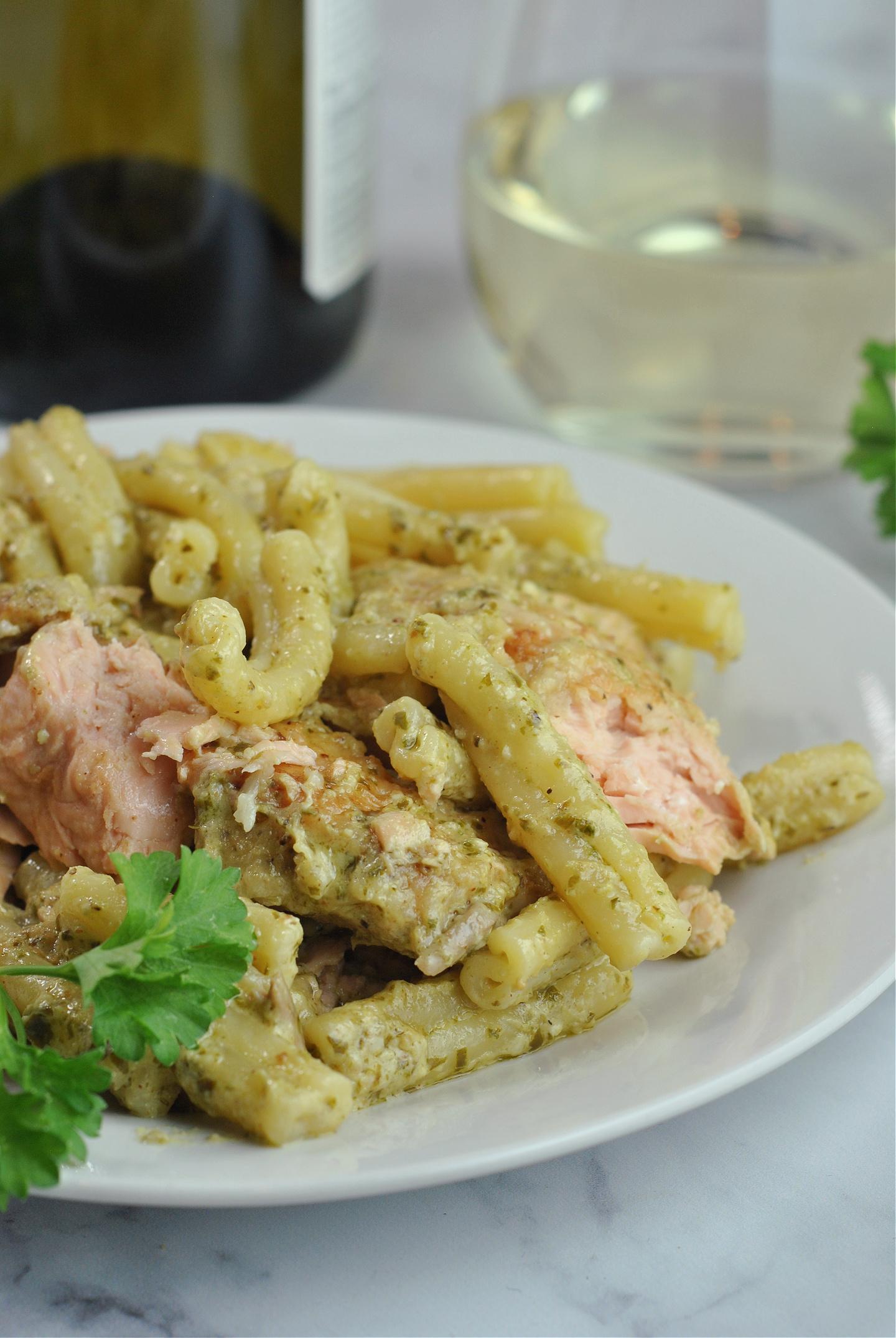 Creamy Salmon Pesto Pasta via @preventionrd