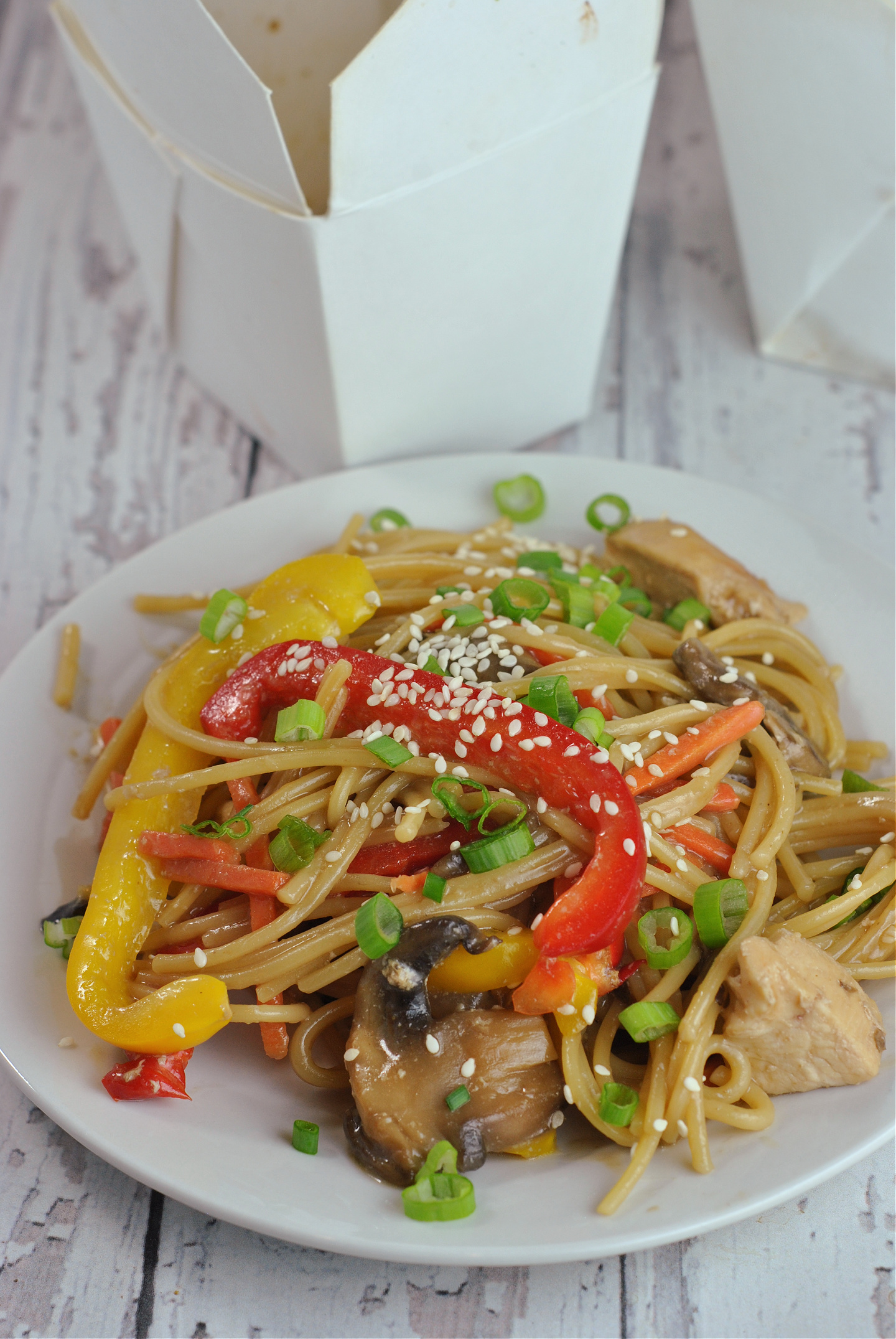 Instant Pot Chicken Lo Mein via @preventionrd