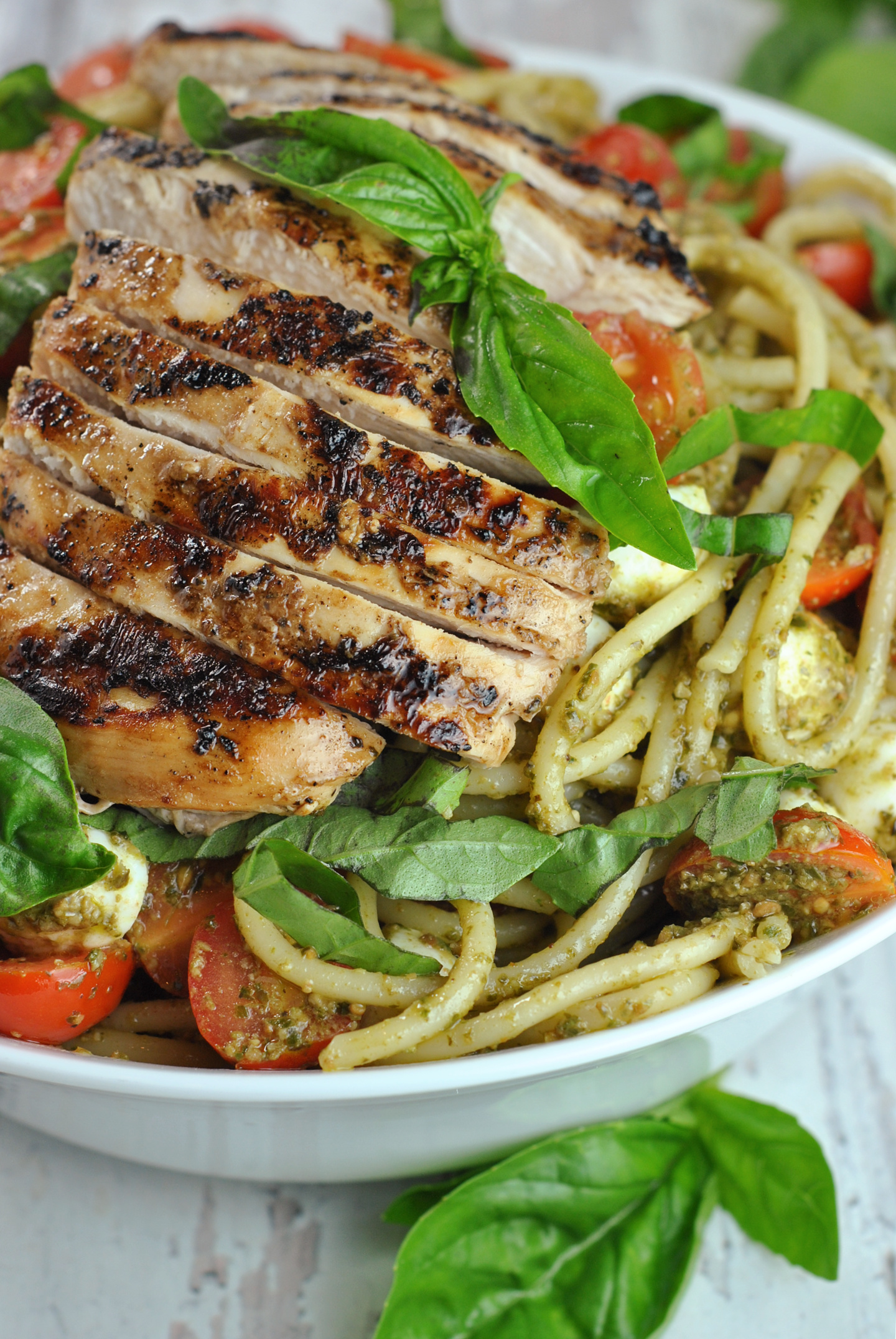Balsamic Chicken with Pesto Caprese Pasta via @preventionrd