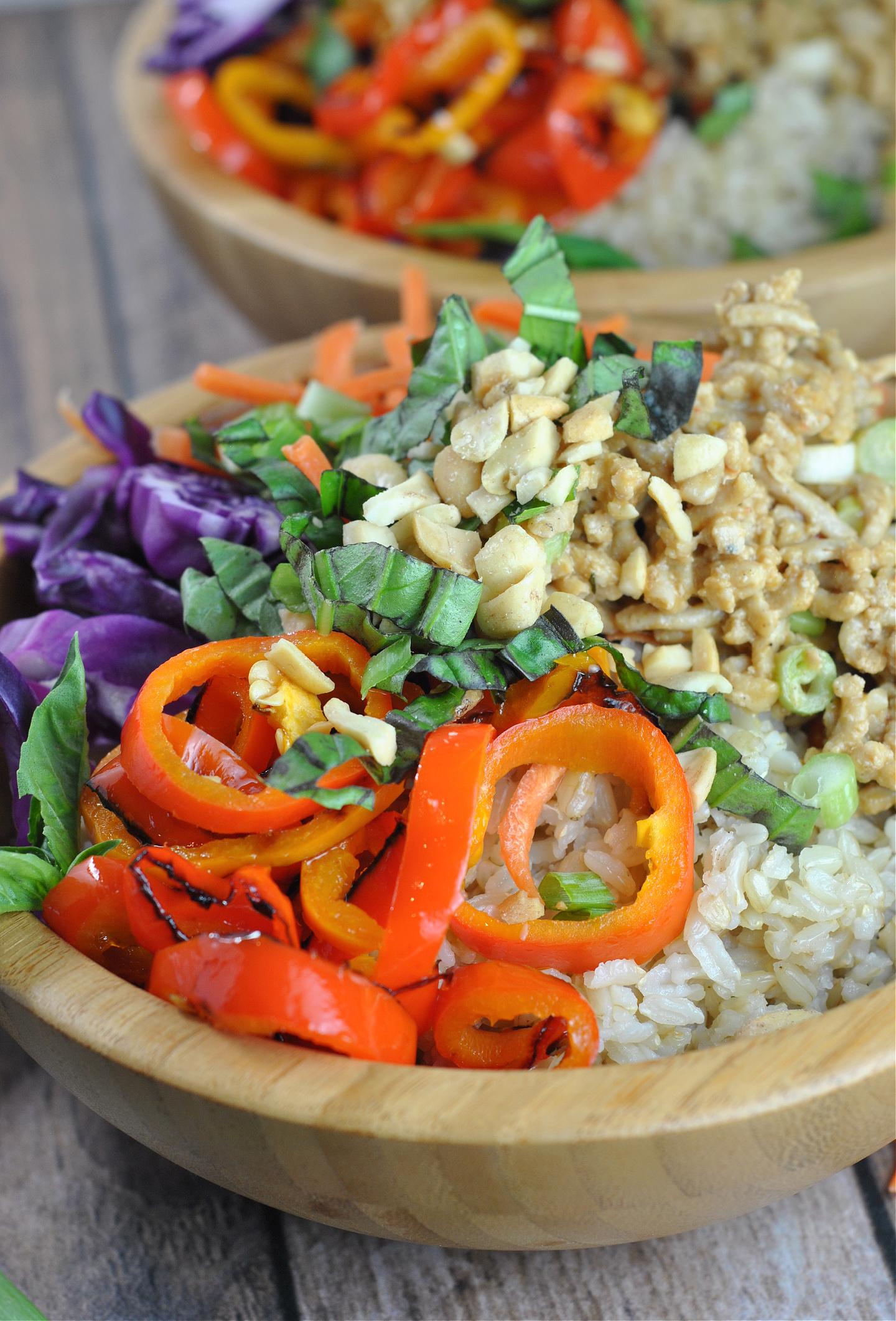 Spicy Thai Chicken and Brown Rice Bowls via @preventionrd