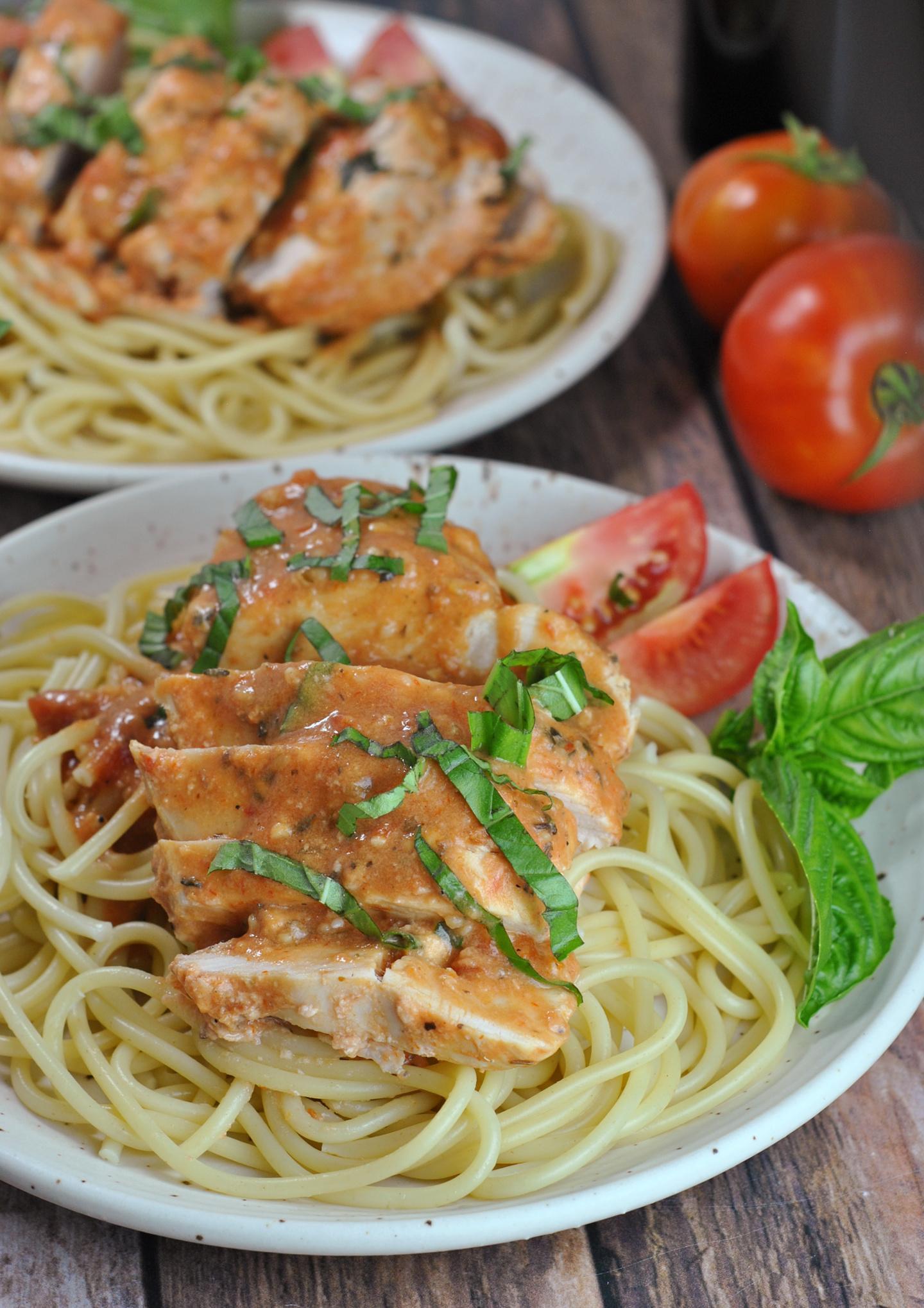 Slow Cooker Creamy Tomato Basil Chicken via @preventionrd
